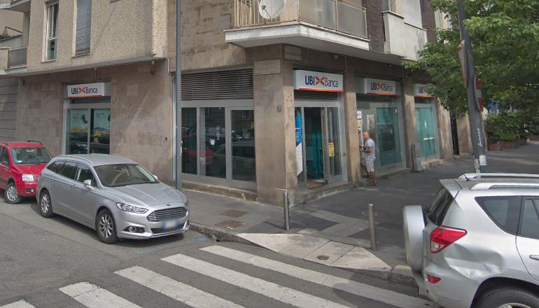 Milano, rapina in banca. Sequestrate 11 persone per quasi un'ora