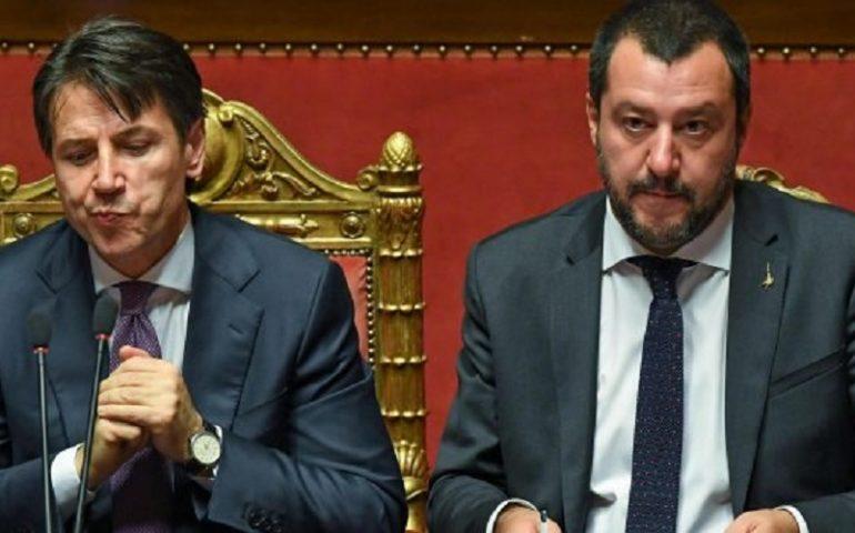 """Governo a un passa dal baratro. Salvini: """"Subito al voto"""". Conte: """"Salvini spieghi le ragioni della crisi"""""""