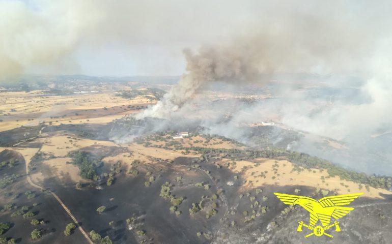 (VIDEO) Barbagia in fiamme: 1000 ettari incendiati a Bitti, malore per un agente del Corpo Forestale