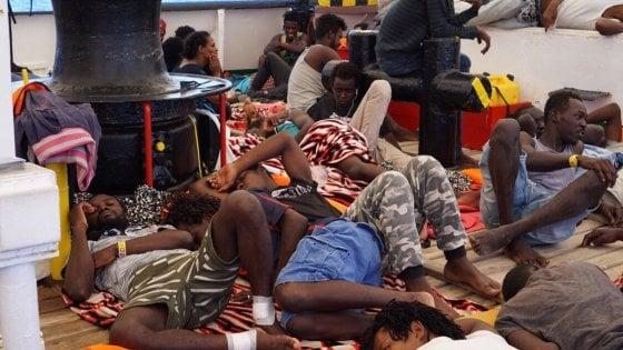 Open Arms: dopo il sequestro della Procura i migranti possono sbarcare a Lampedusa