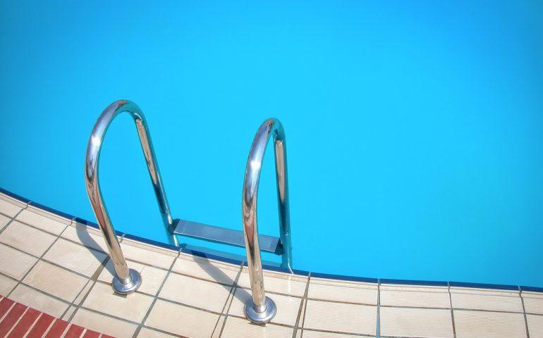 Tragedia in Sicilia: bimba di 5 anni annega nella piscina nel giardino di casa