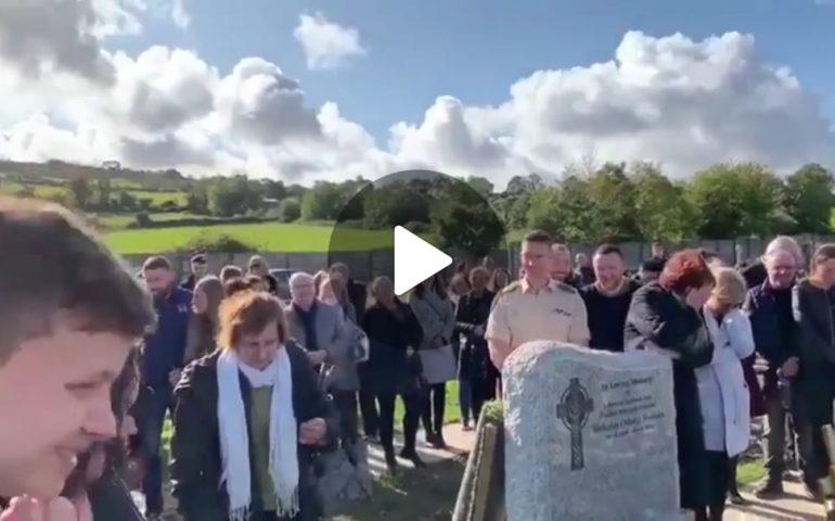 """(VIDEO) """"Fatemi uscire di qui"""": lo scherzo post mortem di un uomo che """"parla"""" dalla bara durante il suo funerale"""