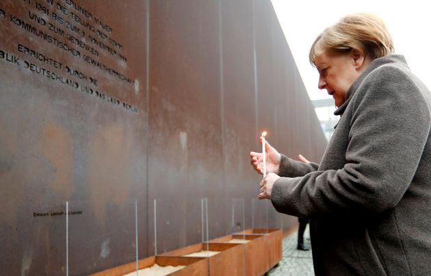 """30 anni dalla caduta del Muro di Berlino, Merkel: """"Democrazia non è scontata, l'Europa la difenda"""""""