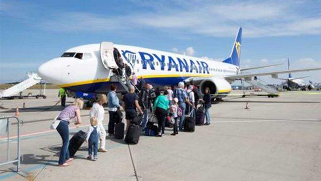 Spagna, multata Ryanair: non poteva chiedere i 20 euro in più per il bagaglio a mano