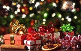 Pacchi con regali di Natale.