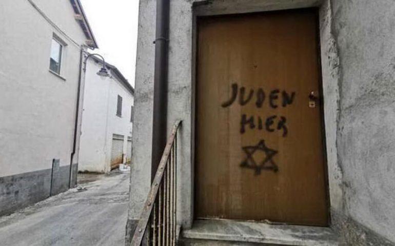In provincia di Cuneo scritte razziste contro gli ebrei sulla porta di una casa