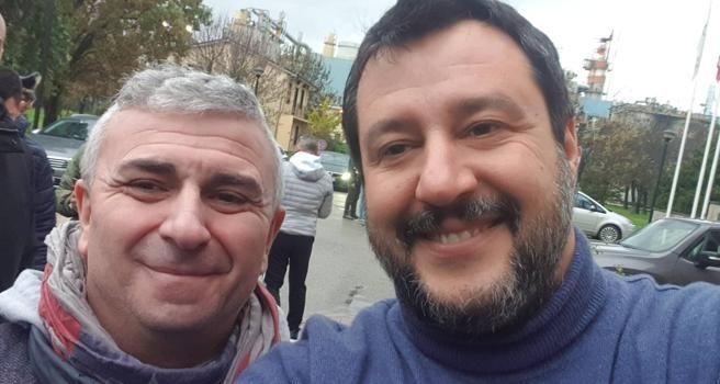 Sindacalista si fa un selfie con Salvini, licenziato