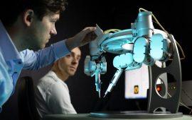 Nella foto: il robot Musa, la prima macchina utilizzata per la super-microchirurgia.