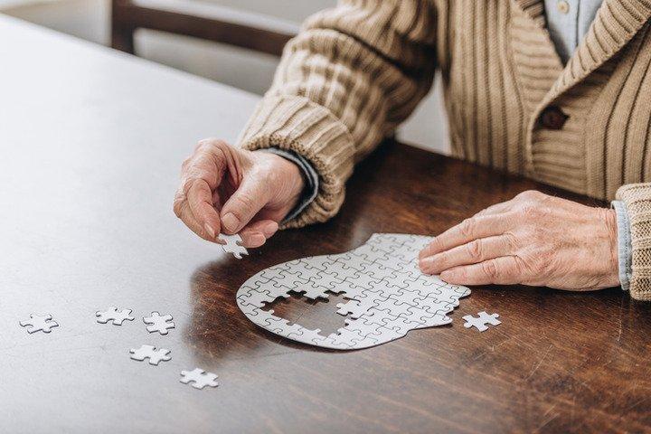 Alzheimer, finalmente primo farmaco approvato dopo 20 anni: risultato storico