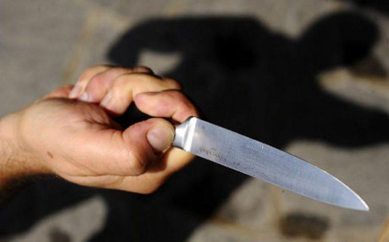 Lame e spari nella Capitale: ghanese avvistato armato di coltello, la polizia spara per fermarlo