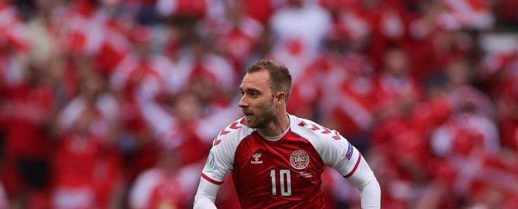 Euro 2020, a Copenaghen palla fuori e un applauso per Eriksen: per il campione danese il bellissimo omaggio di Lukaku e Belgio