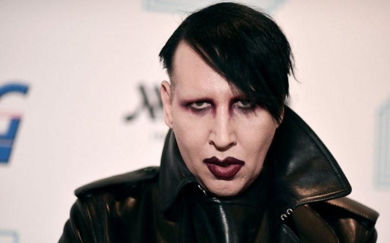Marilyn Manson si è consegnato alla Polizia di Los Angeles