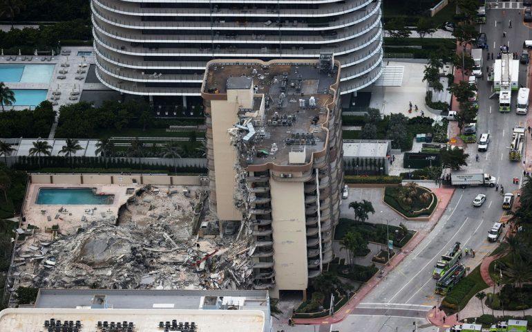 Miami: crolla un palazzo di 12 piani nella notte. Morte 2 persone e almeno 100 i dispersi