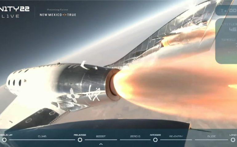 Richard Branson, patron di Virgin, compie il primo viaggio turistico nello spazio