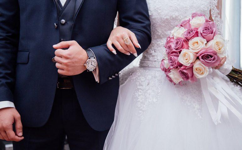 Suocera tenta di avvelenare la nuora nel giorno del matrimonio