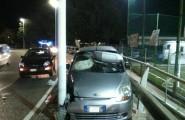 Asse mediano: perde il controllo dell'auto e finisce su un palo. Tre feriti