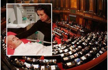 cDalle tribune del Senato ha assistito alla votazione anche Maddalena Soro, moglie di Giovanni Nuvoli, l'algherese attivista per il riconoscimento del diritto di non avvalersi dell'accanimento terapeutico, morto il 23 giugno 2007 a seguito di sette giorni di sciopero della fame e della sete dopo che la Procura di Sassari fermò il suo anestesista in procinto di eseguire la sua volontà di morire in pace.