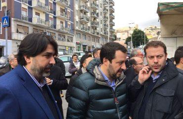 Matteo Salvini e Christian Solinas al mercato di Cagliari