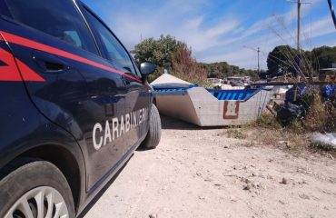 Barchino di migranti trovato dai Carabinieri a Porto Pino