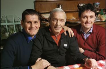 Gigi Riva con i figli Nicola (sinistra) e Mauro (destra)